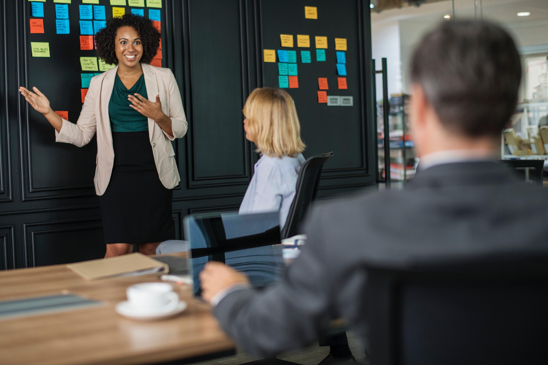 brainstorming-business-businesswomen-1093913